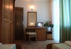 Нощувка на човек в двойна икономична стая от хотел Дриймс, Несебър, снимка 5