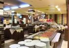 Нощувка на човек със закуска и вечеря + вътрешен отопляем и външен открит басейн + СПА в Мурите Клуб Хотел, снимка 14