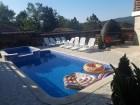 Нощувка за до 8, 10 или 18 човека + басейн и барбекю в Къщи Алекс - Елена, снимка 23