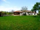 Нощувка за 12 човека + сезонен басейн, просторен двор, детски кът и барбекю в къща Край потока в Крушуна, снимка 20