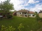 Нощувка за 12 човека + сезонен басейн, просторен двор, детски кът и барбекю в къща Край потока в Крушуна, снимка 32