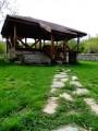 Нощувка за 12 човека + сезонен басейн, просторен двор, детски кът и барбекю в къща Край потока в Крушуна, снимка 17