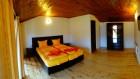 Нощувка за 12 човека + сезонен басейн, просторен двор, детски кът и барбекю в къща Край потока в Крушуна, снимка 28