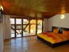 Нощувка за 12 човека + сезонен басейн, просторен двор, детски кът и барбекю в къща Край потока в Крушуна, снимка 29