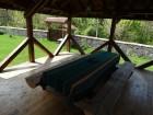 Нощувка за 12 човека + сезонен басейн, просторен двор, детски кът и барбекю в къща Край потока в Крушуна, снимка 14