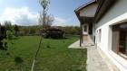 Нощувка за 12 човека + сезонен басейн, просторен двор, детски кът и барбекю в къща Край потока в Крушуна, снимка 5