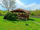 Нощувка за 12 човека + сезонен басейн, просторен двор, детски кът и барбекю в къща Край потока в Крушуна, снимка 6