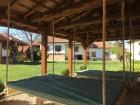 Нощувка за 12 човека + сезонен басейн, просторен двор, детски кът и барбекю в къща Край потока в Крушуна, снимка 8