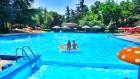 До края на юни: Нощувка, закуска и вечеря + басейн на 30 м. от плажа в хотел Амбасадор***, Златни Пясъци. Дете до 13г. - безплатно, снимка 2