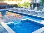 Нощувка на човек със закуска + басейн от хотел Венера, за 30м. от плажа в Приморско, снимка 4