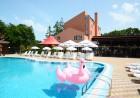 Нощувка на човек + басейн в хотел Нева, Китен, на 100м. от плаж Атлиман, снимка 4