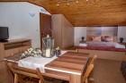 Нощувка за 6 или 8 човека във всяка от 3 уютни еднофамилни къщи Краси край язовир Батак, снимка 3