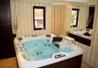 Нощувка в луксозен апартамент със сауна, джакузи и парна баня, с капацитет до 6 човека в хотел Уинслоу Атриум, Банско, снимка 2
