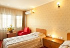 Нощувкa на човек със закускa и вечеря от хотел Севастократор***, Арбанаси, снимка 6