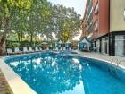 Нощувка на човек със закуска и вечеря* + басейн в реновираният хотел Сънрайз, Приморско, снимка 3