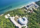 Нощувка на човек със закуска или закуска и вечеря + басейн, чадър и шезлонг на плажа от хотел Аквамарин,  Обзор - на 100 м. от плажа!, снимка 2