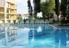 Нощувка на човек със закуска + басейн в хотел Грийн Парк, Златни пясъци, снимка 3