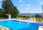 Нощувка на човек със закуска + басейн в Хотел Рай на 50м. от плажа, между Балчик и Каварна, снимка 4