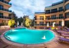 Нощувка на човек със закуска и вечеря, обяд по желание + басейн, чадър и шезлонг на плажа от хотел Аквамарин, Обзор - на 100 м. от морето!, снимка 3