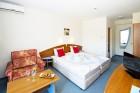 Нощувка на човек със закуска или закуска и вечеря + басейн в семеен хотел М2, Приморско, снимка 13
