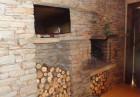 Нощувка със закуска за двама или четирима в къщичка направена от камък, глина и дърво от Еко селище, Омая, снимка 11