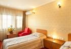 Нощувкa на човек със закускa и вечеря от хотел Севастократор***, Арбанаси, снимка 9