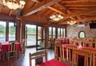 Нощувкa на човек със закускa и вечеря от хотел Севастократор***, Арбанаси, снимка 13