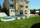 Късно лято в Равда на 100м. от плажа! Нощувка със закуска, обяд* и вечеря + басейн в хотел Сага, снимка 11