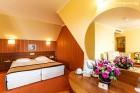 Нощувка на човек със закуска + 2 процедури на ден, басейн и СПА в хотел Сейнт Джордж****, на 1-ва линия в Поморие, снимка 9