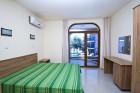 Късно лято на първа линия в Созопол. Нощувка в апартамент за до 3, 5 или 7 човека в Хотел Гардън Бийч, Къмпинг Градина, снимка 8