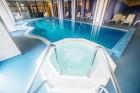 Нощувка на човек със закуска и вечеря + басейн и джакузи в хотел Родопски Дом, Чепеларе, снимка 4