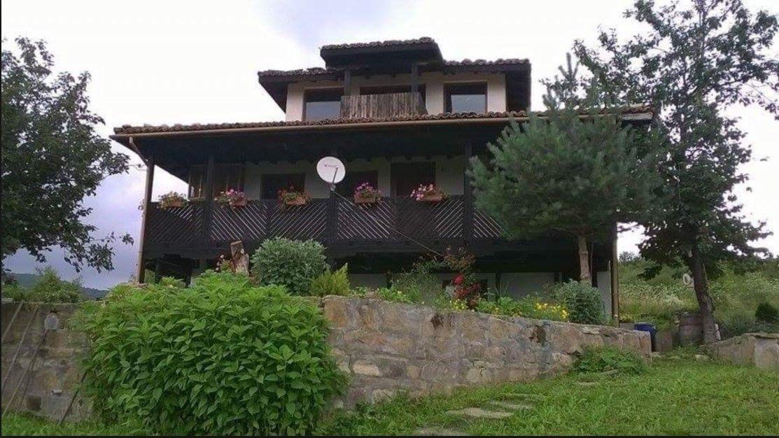 Нощувка за 16 човека + барбекю и басейн в къща Котуци край Елена - с. Буйновци