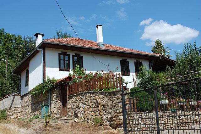 Нощувка за 12+1 човека + минизоокът и механа в къща Бай Марин и Щраусите край Трявна - с. Генчовци