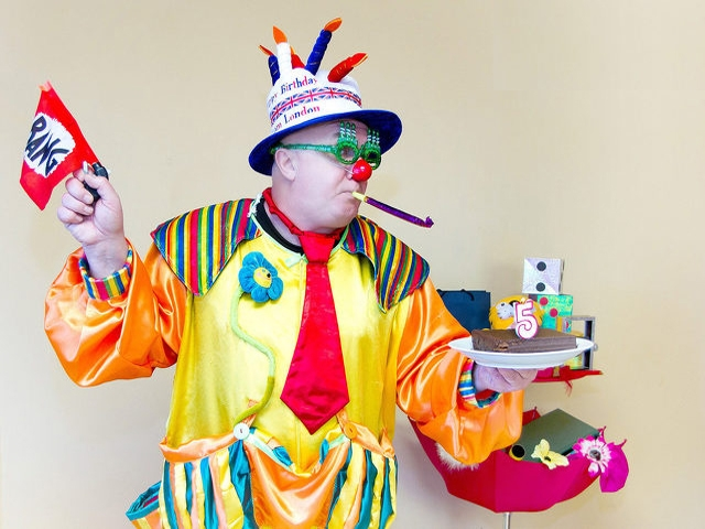 60 или 90 минути детско парти с клоуна Панко и Снежи Ежи за до 20 деца от Театър Пан