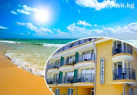 Нощувка на човек със закуска, обяд и вечеря в хотел Кипарис, Китен + възможност за ползване на басейн в близост