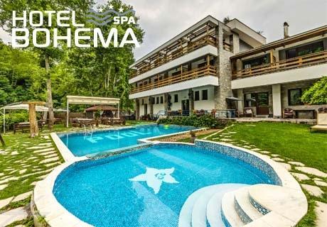 Нощувка на човек със закуска и вечеря + 3 минерални басейна и СПА в хотел Бохема***, Огняново