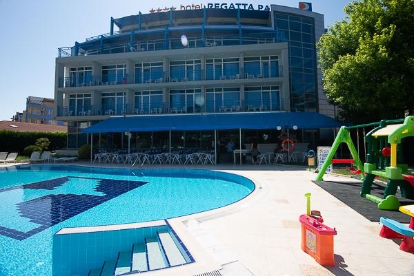Нощувка на човек на  база All inclusive light + басейн в Слънчев бряг, хотел Регата палас****, до Какао бийч