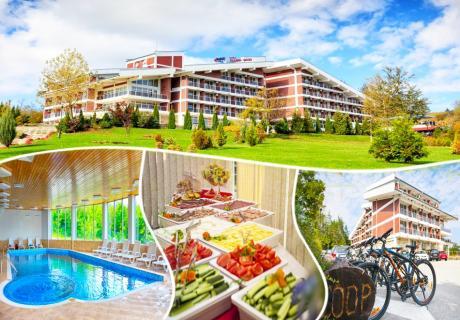 Септемврийски празници във Вонеща вода. 2 или 3 нощувки със закуски, обеди* и вечери + празничен куверт, басейн и СПА в хотел Релакс КООП
