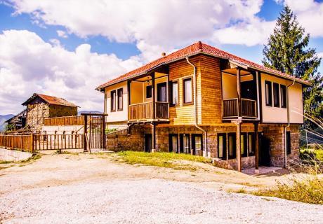 Наем за 1 или 2 нощувки на самостоятелна къща за до 16 човека + НОВ БАСЕЙН и барбекю, механа от къща за гости Боряна, село Борово, край Асеновград