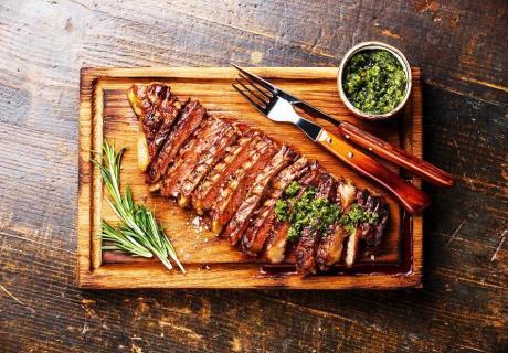 Свински ребърца на барбекю с мачкани картофи и салата по избор от ресторант El KuKu, Гео Милев, София