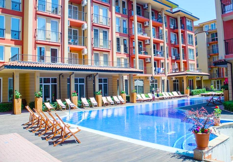 Нощувка на човек със закуска, обяд и вечеря + басейн в хотел Съни Ленд, Слънчев Бряг