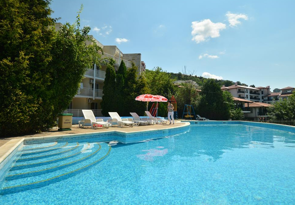 Лято в Каварна! Нощувка на човек със закуска + басейн от хотел Каварна