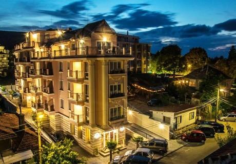 1, 2 или 3 нощувки за двама или четирима в хотел Сирена Палас, Обзор! Очакваме Ви за Великден и майските празници