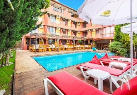 23.08 - 10.09: Нощувка на човек със закуска и вечеря + басейн само за 34.90 лв. в хотел Аклади***, Черноморец