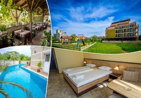Лято на 50м. от плажа. 5 нощувки, закуски, обеди и вечери на човек + басейн в хотел Луксор, Лозенец