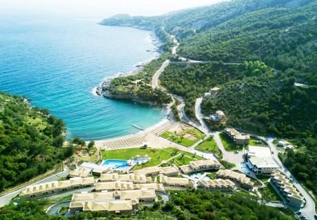 Края на май в Thassos Grand Resort***** на о. Тасос, Гърция! Нощувка в двойна стая на човек със закуска  + отопляем басейн!