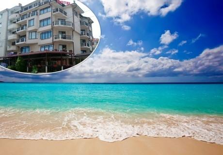 Лято 2019 в Равда само на 50 м. от плажа. Нощувка или нощувка със закуска  в хотел Мари