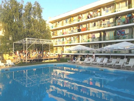 Септември в Кранево! Нощувка на човек със или без изхранване + басейн от хотел Феста
