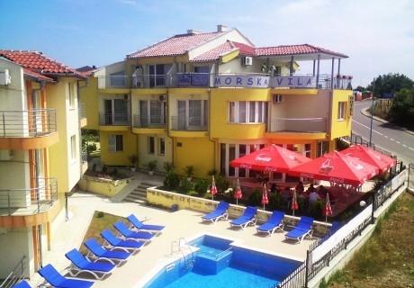 Лято в Созопол на 150м. от плажа! 2, 3 или 4 нощувки за до 4-ма възрастни с 1 дете + басейн, шезлонг и чадър в семеен хотел Морска Вила