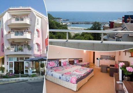 Нощувка със закуска на човек в хотел Радис, Китен - на 50м. от морето